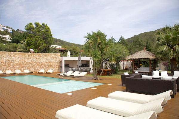 patio-healthy-holidays-ibiza-bikini-girls-diary